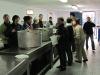 los-voluntarios-en-plena-faena-de-reparto-de-la-comida-e-p